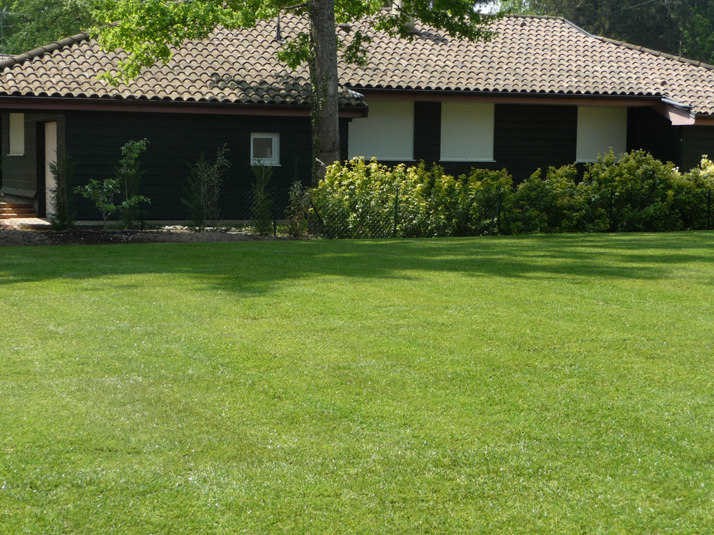 Paysagiste thonon les bains cr ation pelouse for Amenagement jardin 74