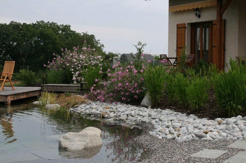 Piscine biologique haute savoie baignade naturelle for O jardin ideal route de montauban bessieres