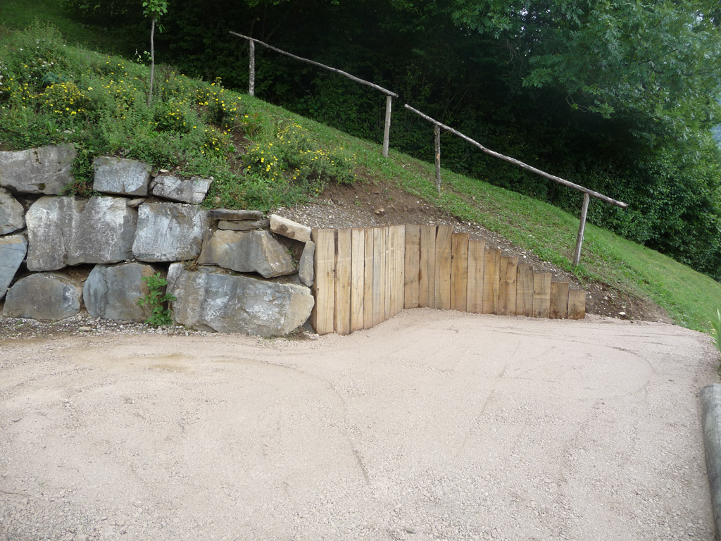 Paysagiste morzine enrochement rochers et traverses for Amenagement jardin 74