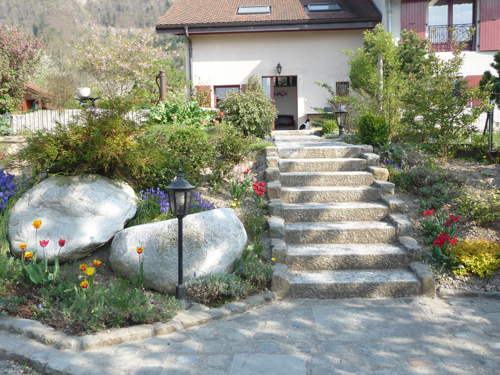 Paysagiste thonon les bains entr e escalier pav s for Escalier paysager