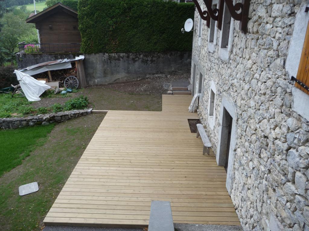 Paysagiste evian les bains conception terrasse for Amenagement jardin savoie